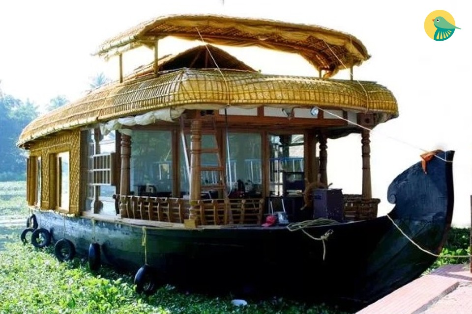 1-BR houseboat for three