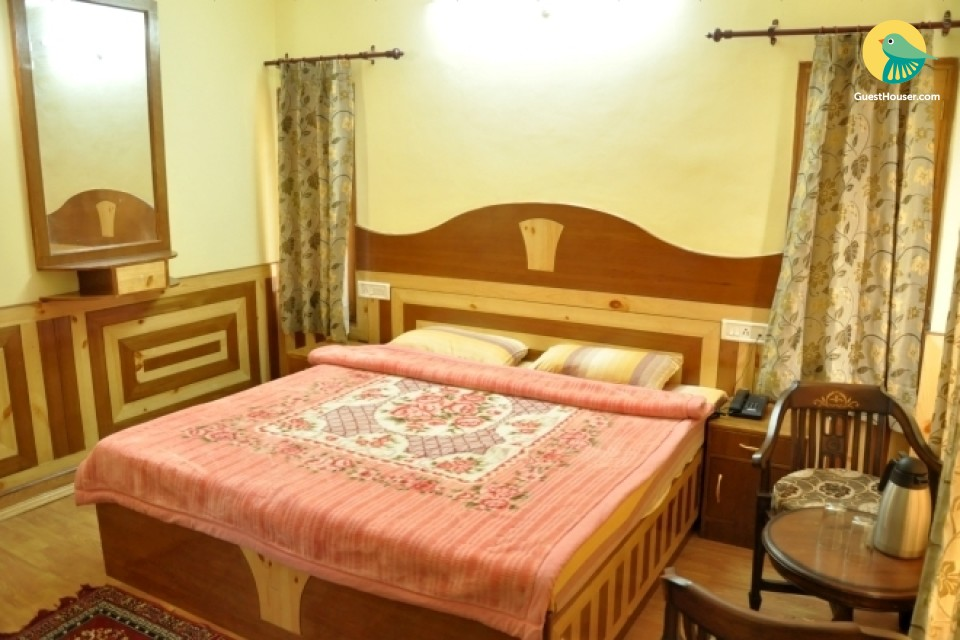 Well-furnished room near Green Valley