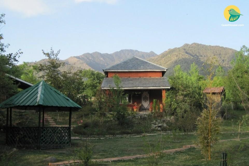 2-BR cottage for 12