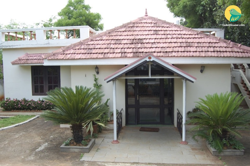 Stay in 2 Bedroom Cottage in Kuttalam