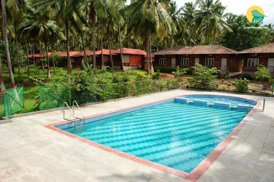 Rustic retreat with a shared pool, ideal for a peaceful vacation