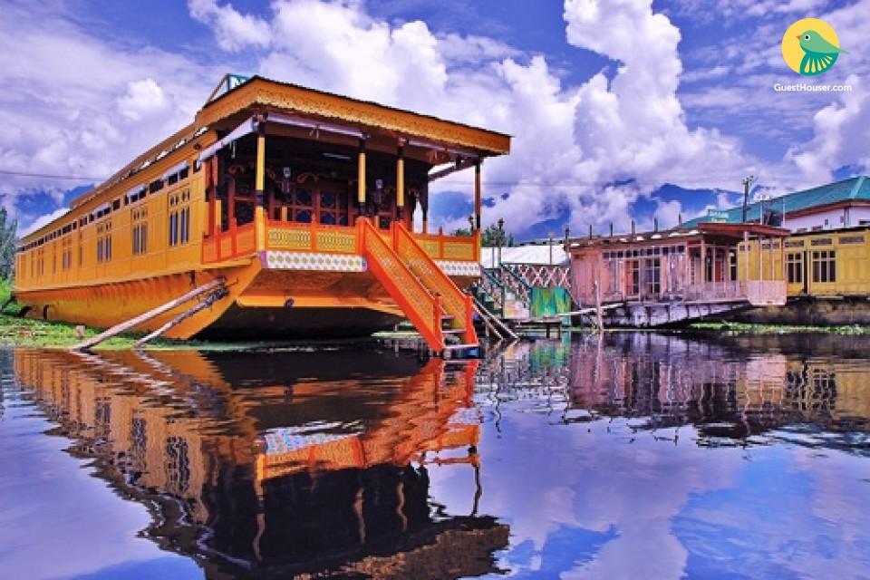 Luxury 2 bedroom houseboat