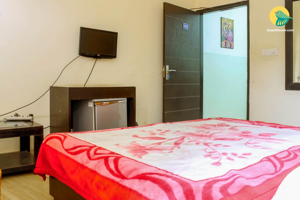 Comfortable, inexpensive and fully furnished room