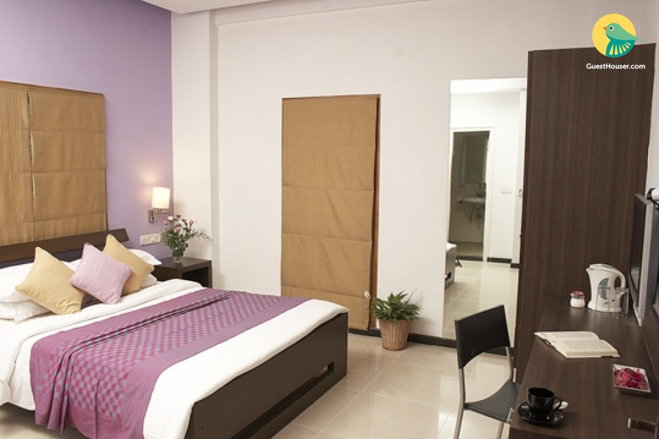 Comfy & Alluring Room in the heart of Bangalore.