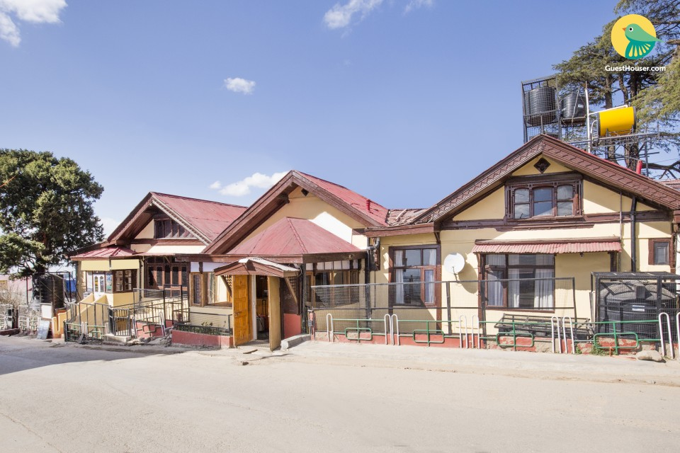 Boutique stay 1 km from Mall Road, ideal for a couple