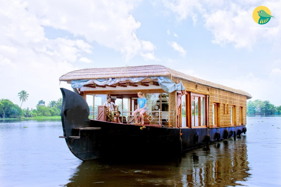 An Elegant 2 bedroom Houseboat for relax stay