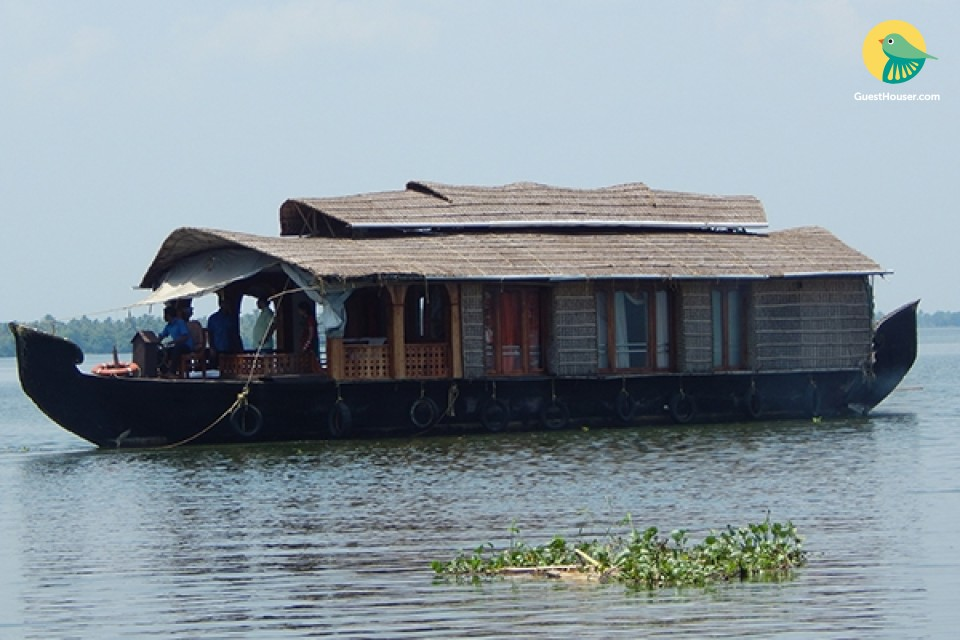 Rustic 1-Bedroom Houseboat