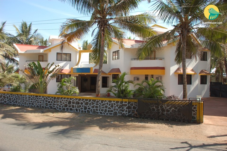 Cosy room for small groups, near Tithal Beach