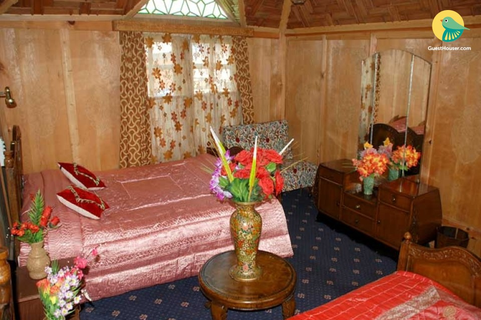 Deluxe Houseboat for you