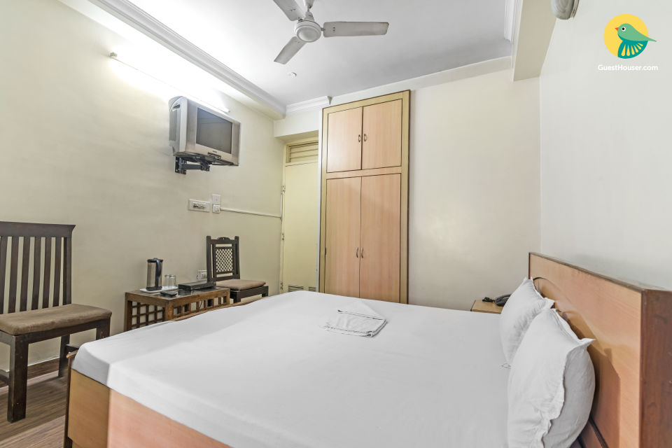 Restful accommodation for a solo traveller, near City Palace
