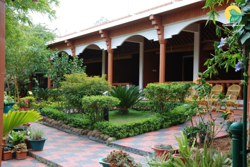 Tranquil stay in lush greenery, ideal for couples