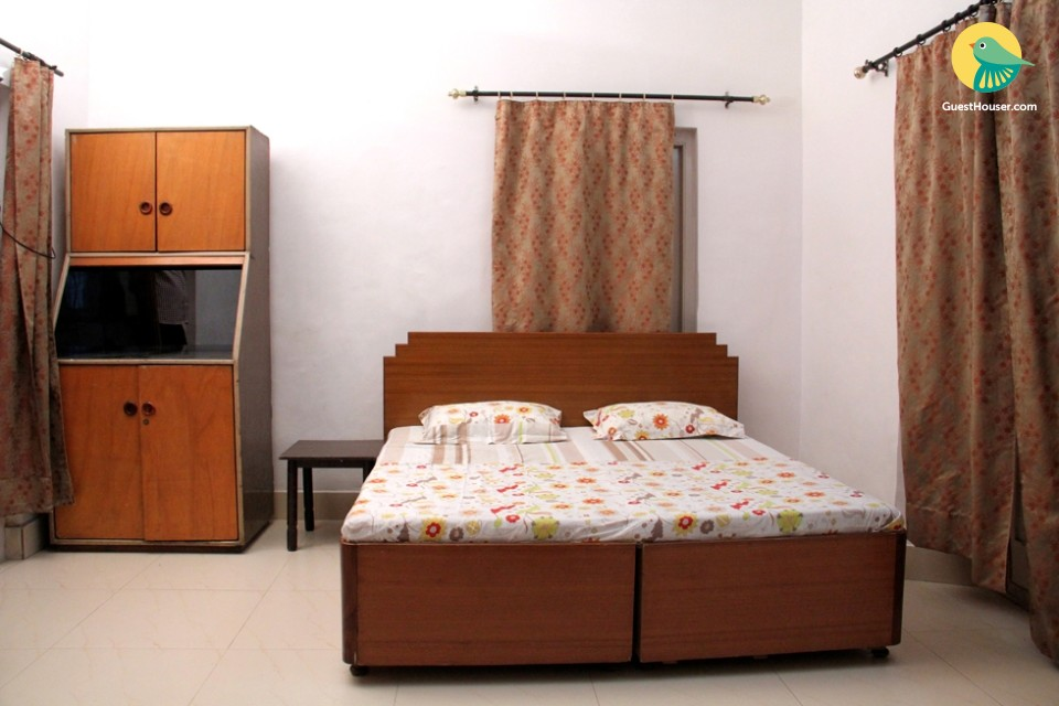 Room with a homely touch, near railway station