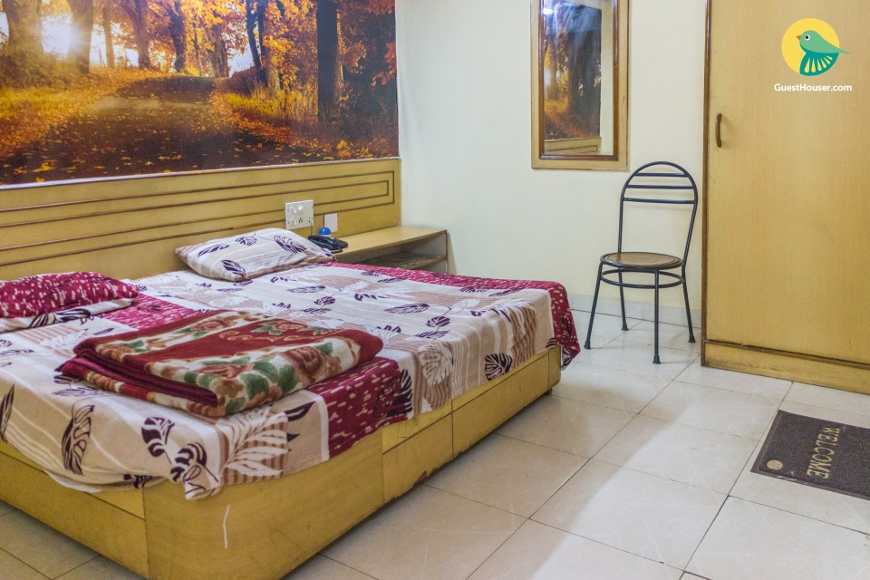 Well-furnished room for 3, ideal for a restful stay
