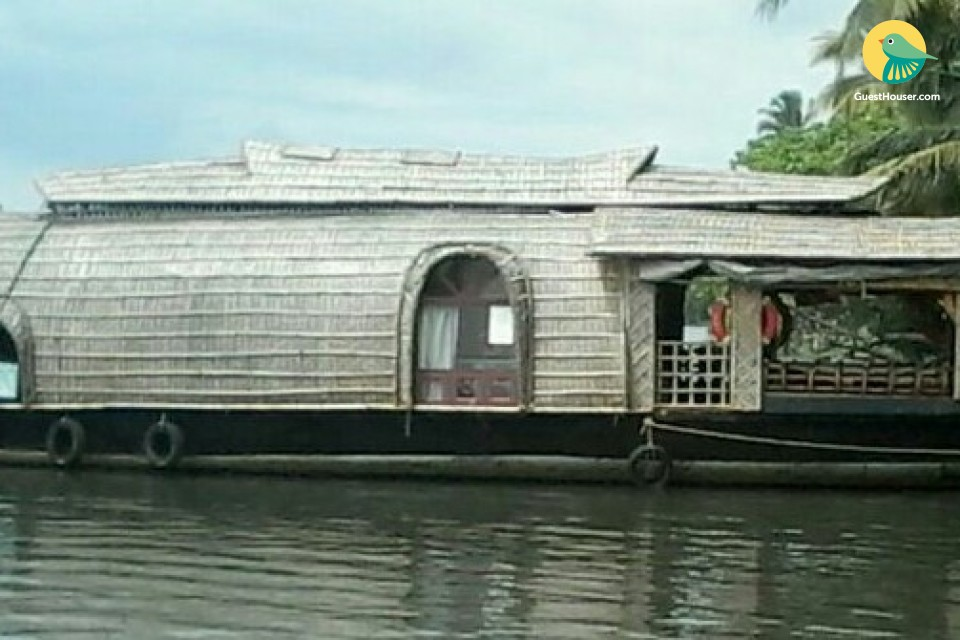 Stay nicely in Houseboats