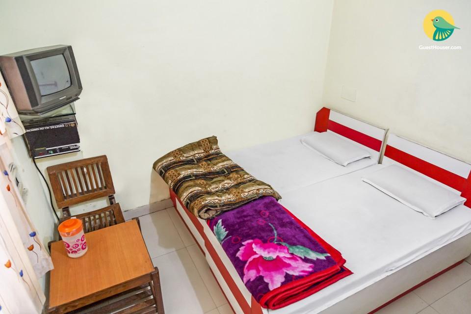 Restful retreat for three, close to Pantnagar Airport