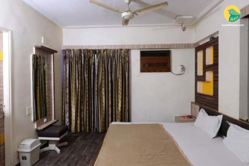 Pleasant room for three, near Kankaria Lake