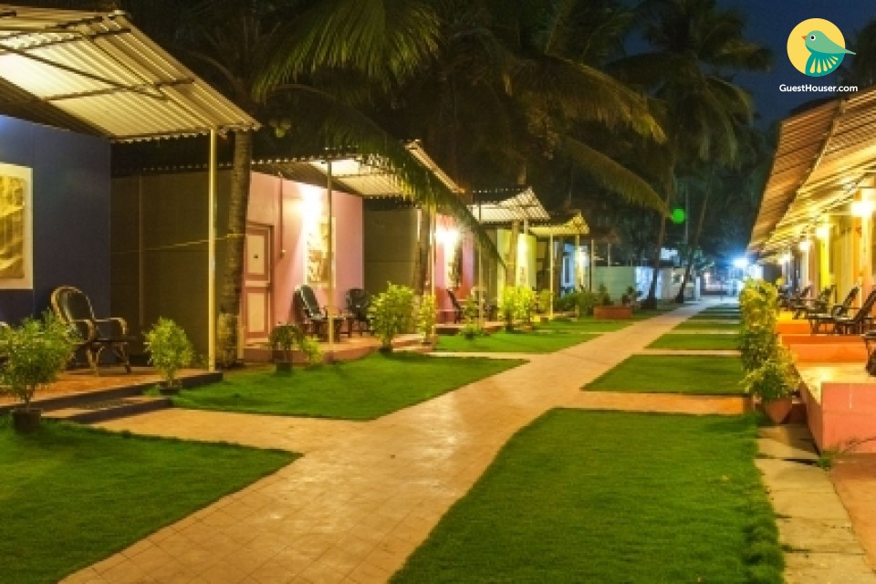Cheerful rustic hut for beach lovers, next to Palolem Beach
