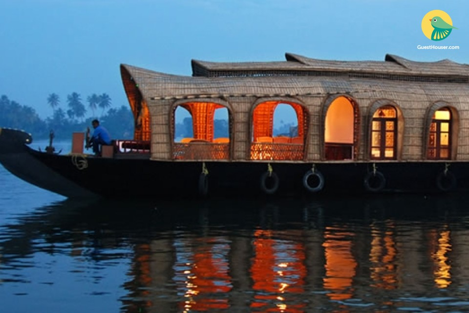 Attractive 3 Beded houseboat to stay