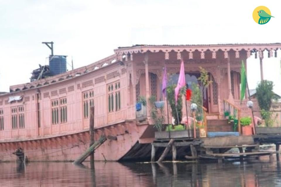 Elegant 3 bedroom houseboat for group stay