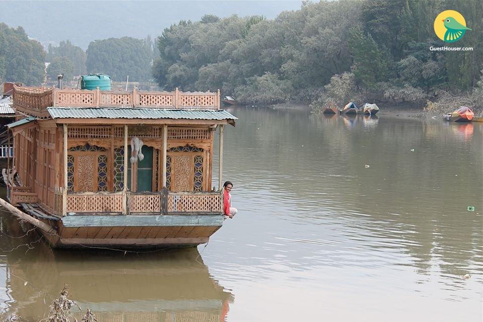 4 bedroom houseboat
