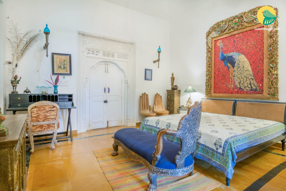Stunning oriental-style room in a serene villa, close to Chapora Beach