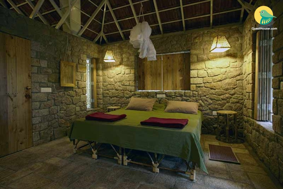 Quaint & rustic one-bedroom stone cottage