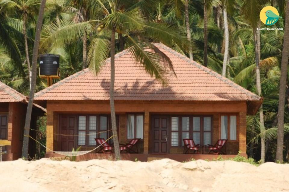 Sea-side villa for 3