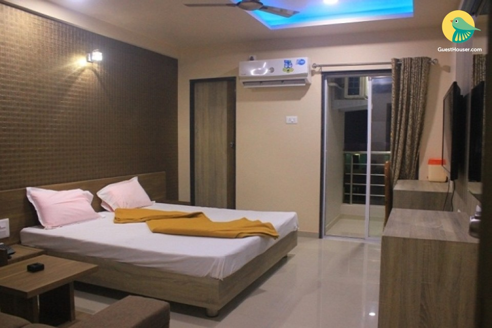 Well-furnished boutique room, ideal for leisure travellers