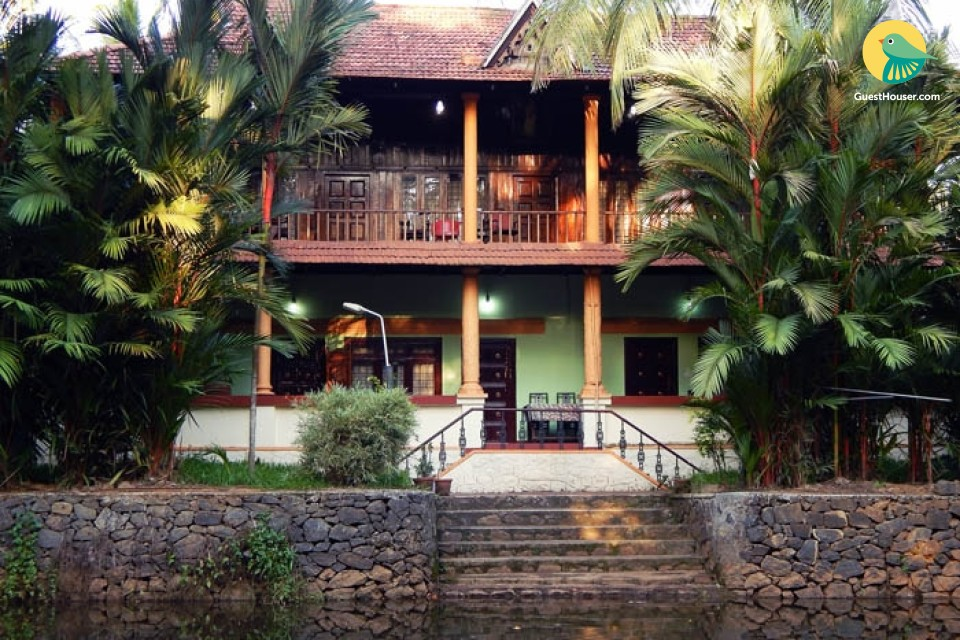 Well-furnished 6-BR river-view bungalow
