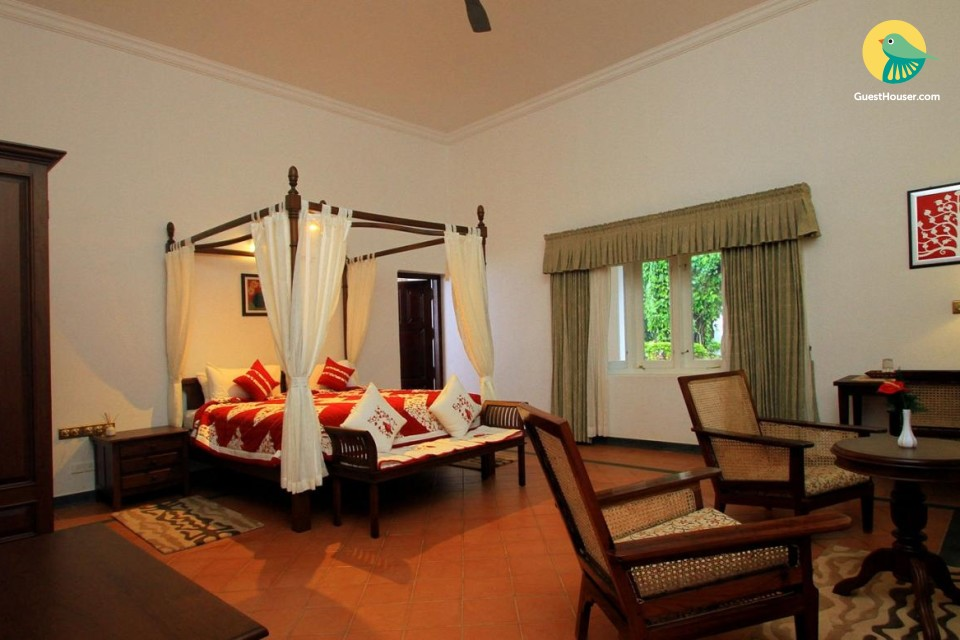 Regal room in a bungalow, with a swimming pool