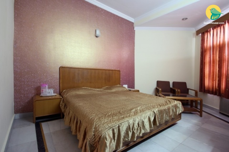 Comfy stay ideal for a couple, close to Har Ki Pauri