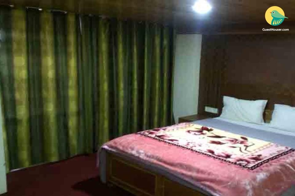 7 bedroom accommodation near railway station
