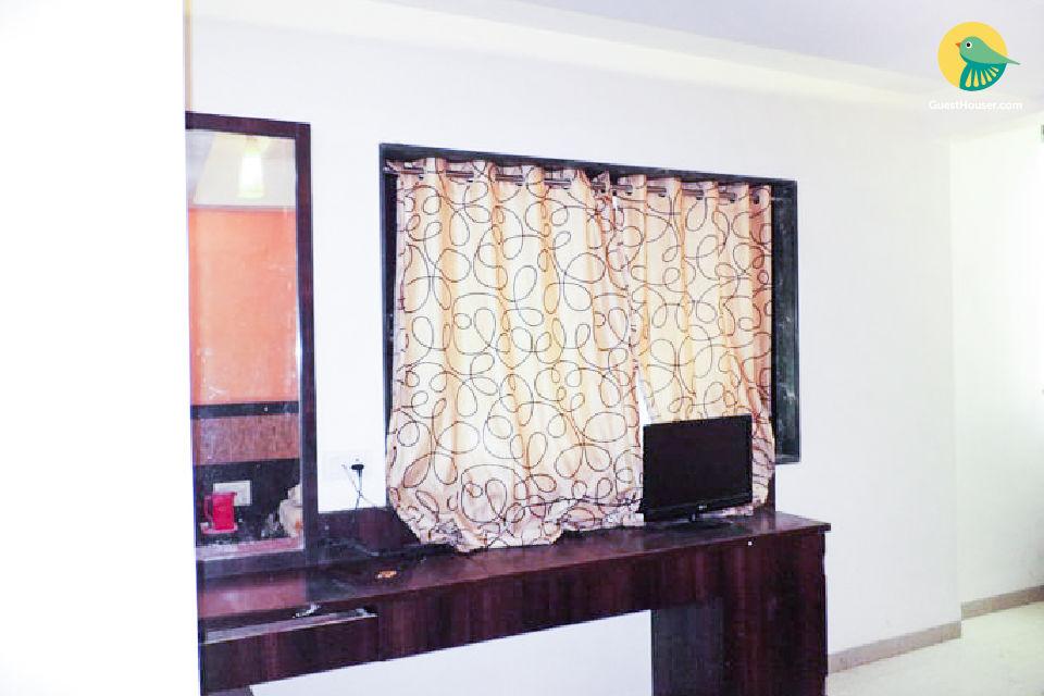 Budget room for 3, near Shirdi Railway Station