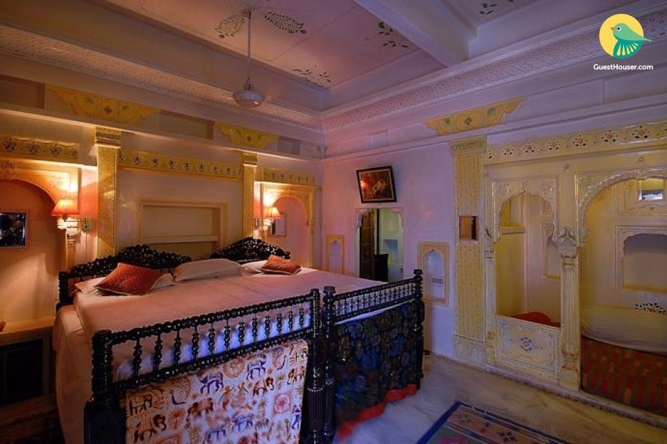 Elegant room in a heritage stay, near Fort Phalodi