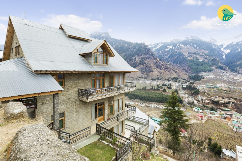 4-BR grey stone cottage, close to Beas River