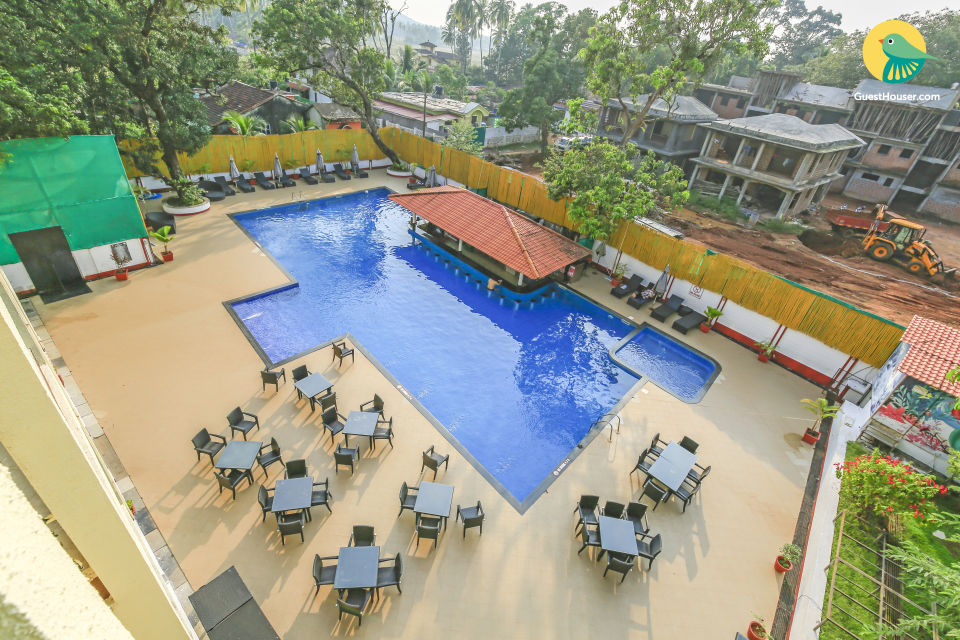 Luxurious 1 BHK with a pool and swim-up bar