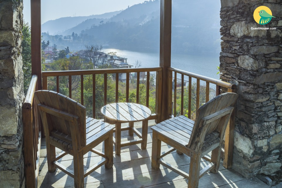 1-BR in a cottage, overlooking Bhimtal Lake