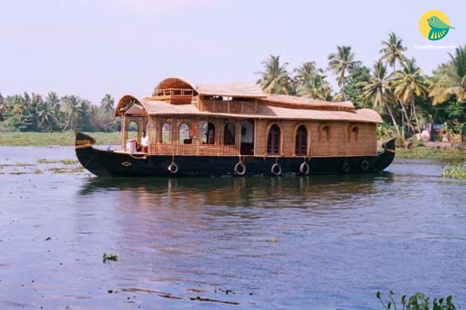 Single room in an eco-friendly houseboat