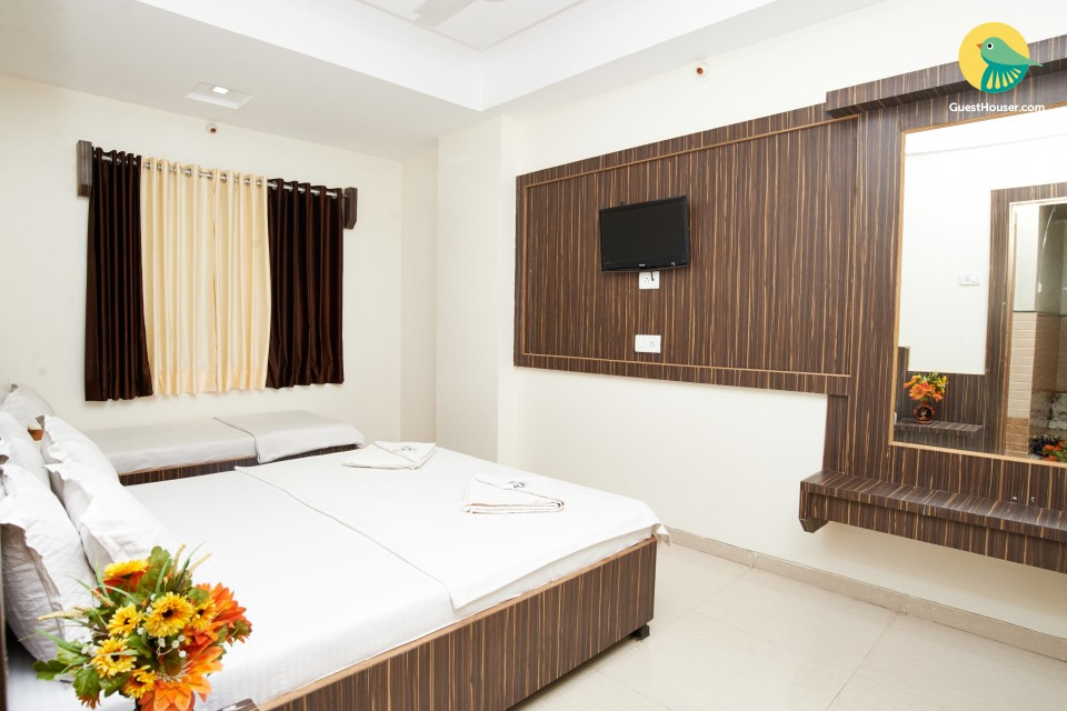 Tranquil guesthouse room in Shirdi