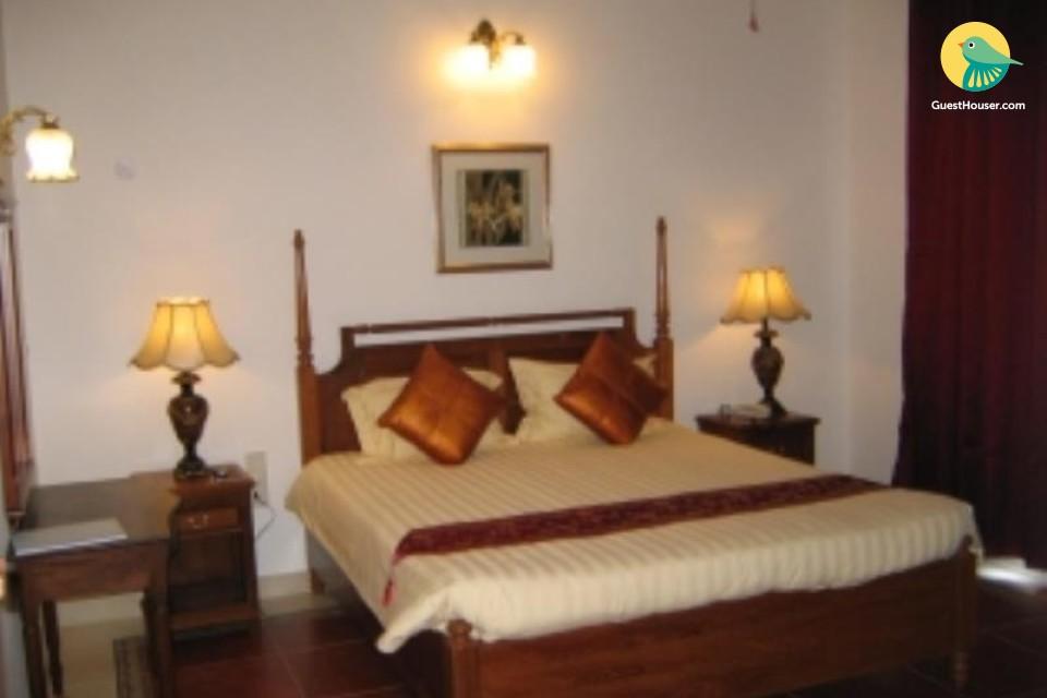 Elegant villa room, ideal for couples