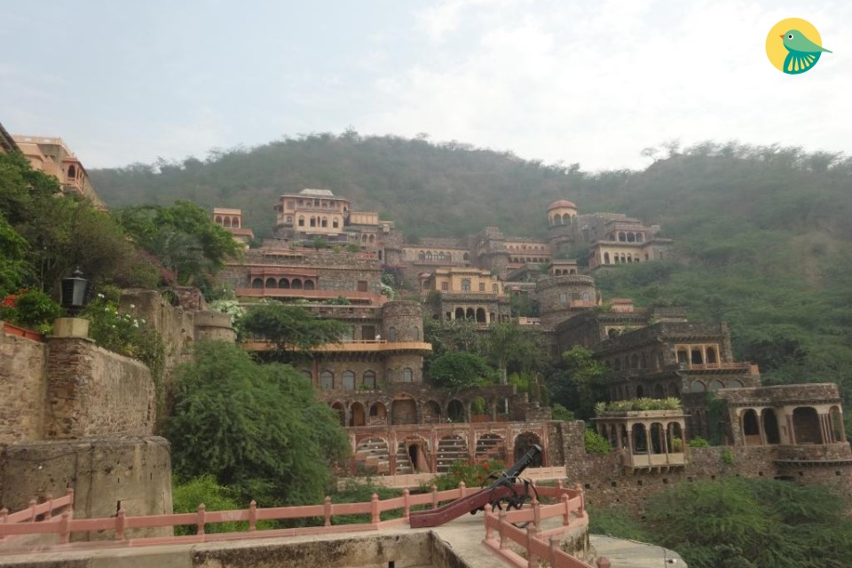 Pretty Urvashi Mahal for couples in a fort