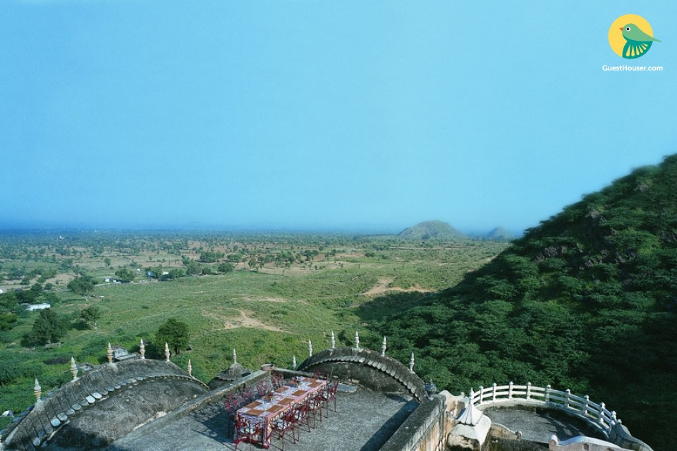 Primeval Hans Mahal in an antique fort
