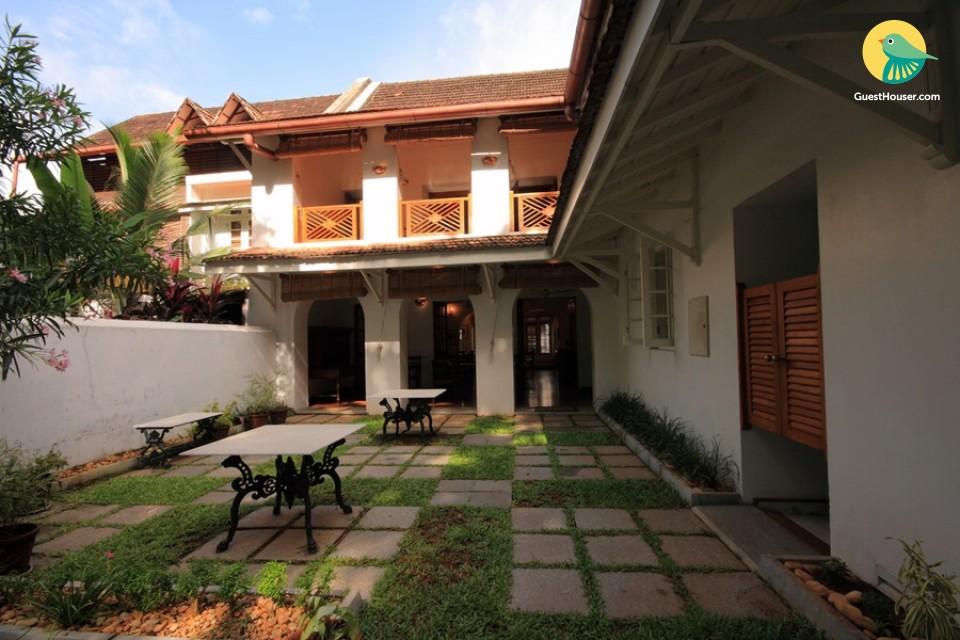 luxury stay in Mahe de la Bourdonnais room of a heritage home