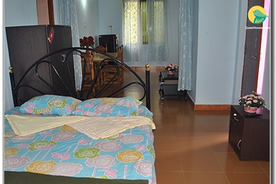 Well-furnished room for 3, ideal for backpackers