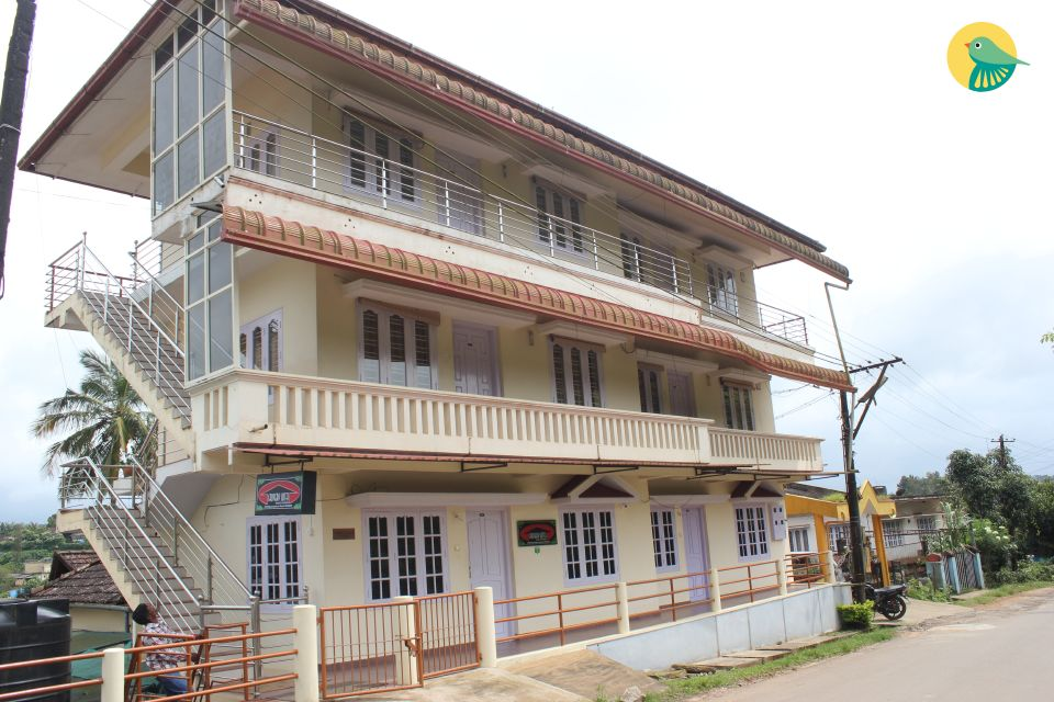 Spacious rooms just 1.4 km from Madikeri Fort