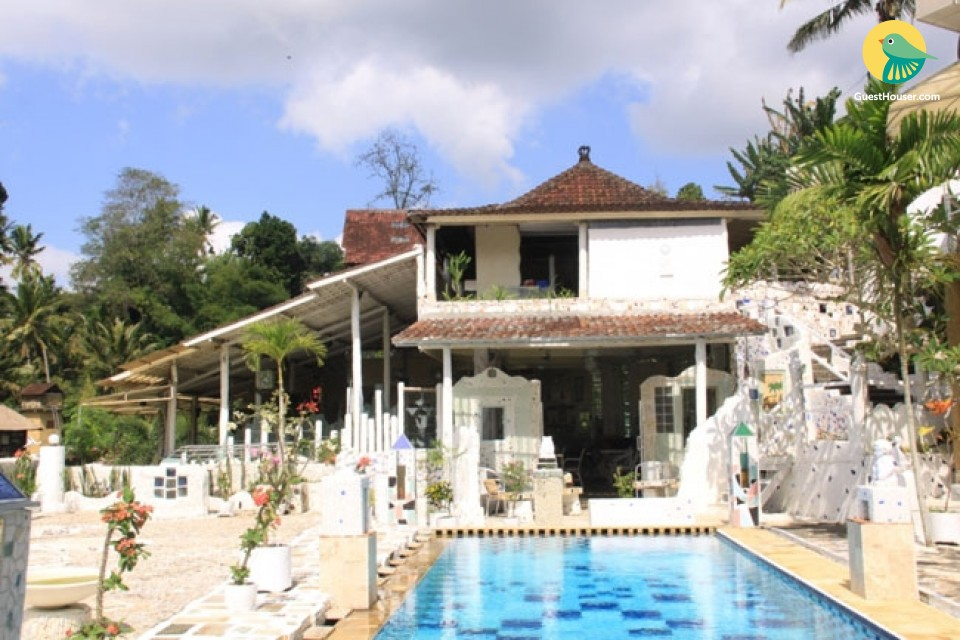 A Wooden Decorated villa to stay