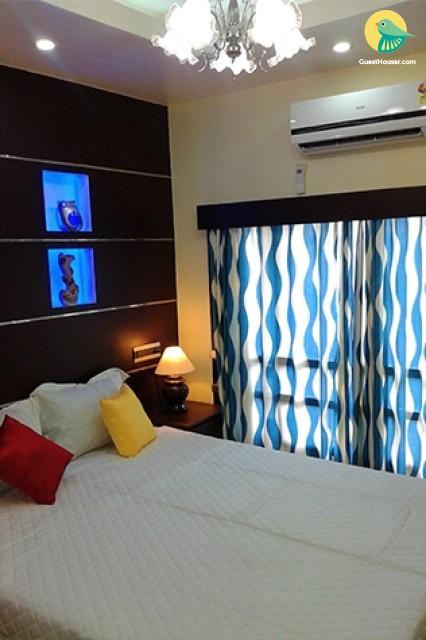 1-Bedroom Luxurious Houseboat with Jacuzzi