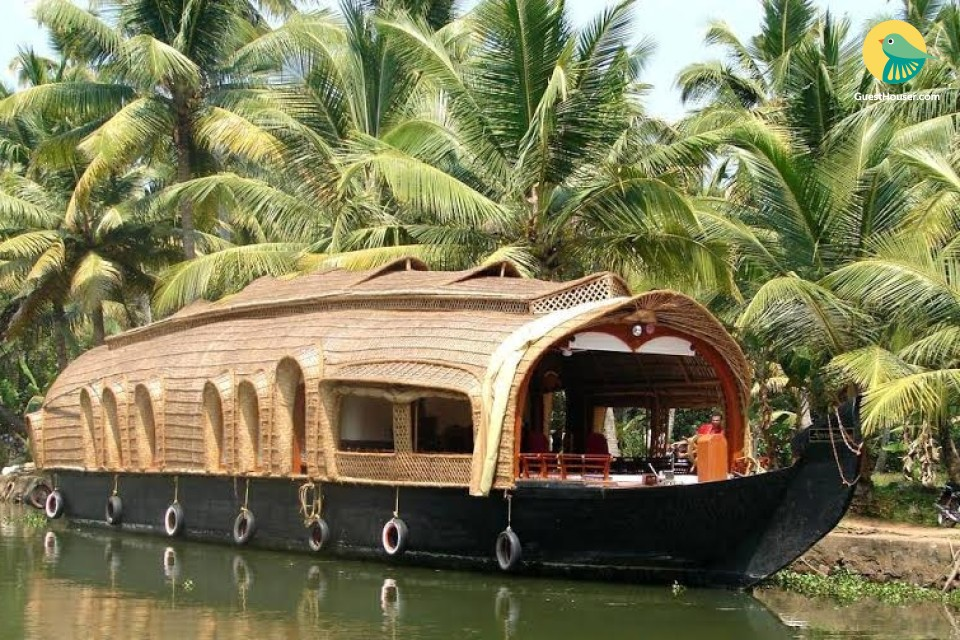 Cosy accommodation for six on a rustic houseboat