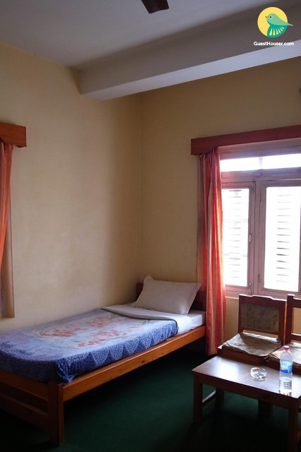 Single Bedded room to Stay