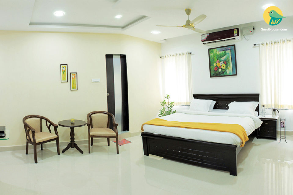Inviting abode for 3, 5.1 km from Hussain Sagar